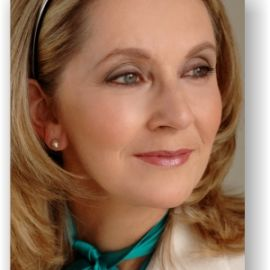 Carol Akright Headshot