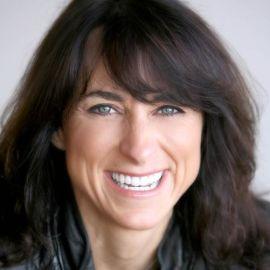 Gail Worth Headshot