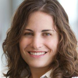 Sara Schoen Headshot