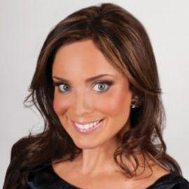 Sarah Evans Headshot