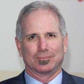 Joel Surnow Headshot