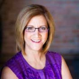 Debbie Lessin Headshot