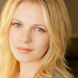 Emma Bell Headshot