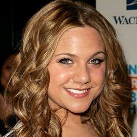 Lauren Collins Headshot