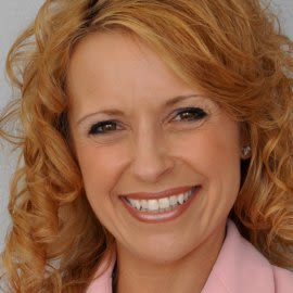 Debbie Lundberg Headshot