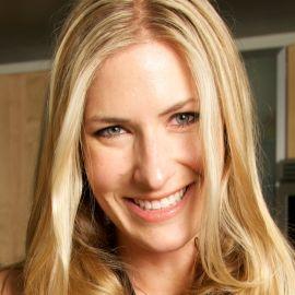 Holly Williams Headshot
