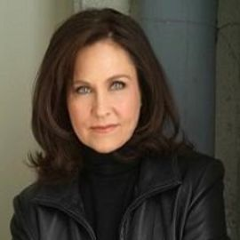 Erin Gray Headshot