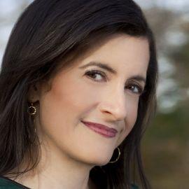 Laura Snyder Headshot