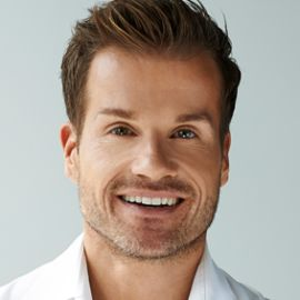 Louis Van Amstel Headshot