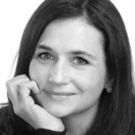 Sarah Ward Headshot