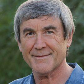 Dr. Paul Davies Headshot