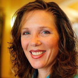 Anne Loehr Headshot