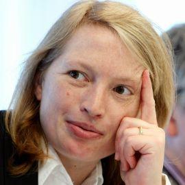 Fiona Harvey Headshot