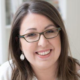 Ruth Ware Headshot