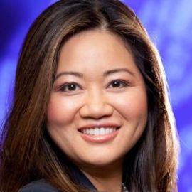 Dr. Linda Yueh Headshot