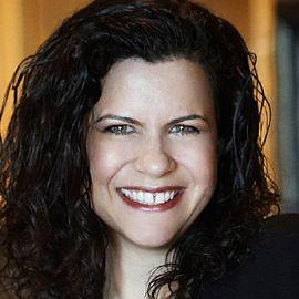 Elizabeth Yarnell Headshot