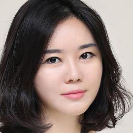 Hyeonseo Lee Headshot