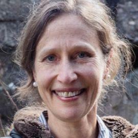 Jennifer Ackerman Headshot