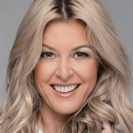 Christine Handy Headshot