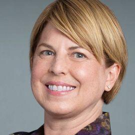 Helen Egger Headshot