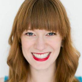 Sarah Stewart Holland Headshot