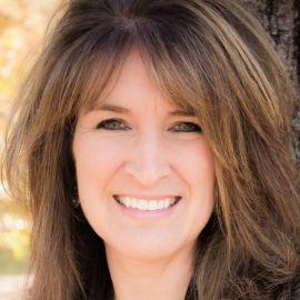 LeAnn Nickelsen Headshot